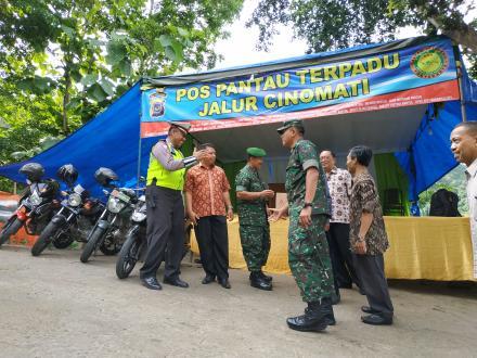 Jajaran Pemerintah Kabupaten Bantul Kunjungi Pos Keamanan Cinomati
