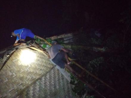 Tanah Longsor Menimpa Rumah Mugiyanto